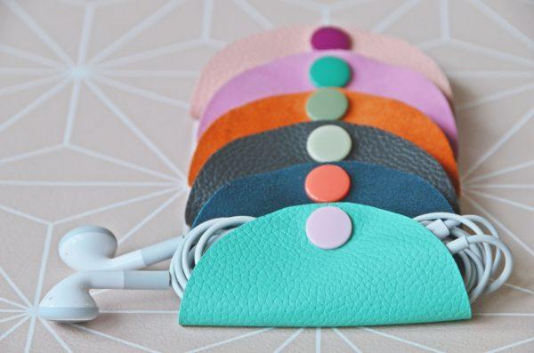 Kabeltäschen gefüllt mit Kopfhörerkabel